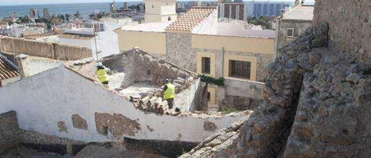 Orpesa derriba una casa junto al castillo para liberar el trazado de la muralla