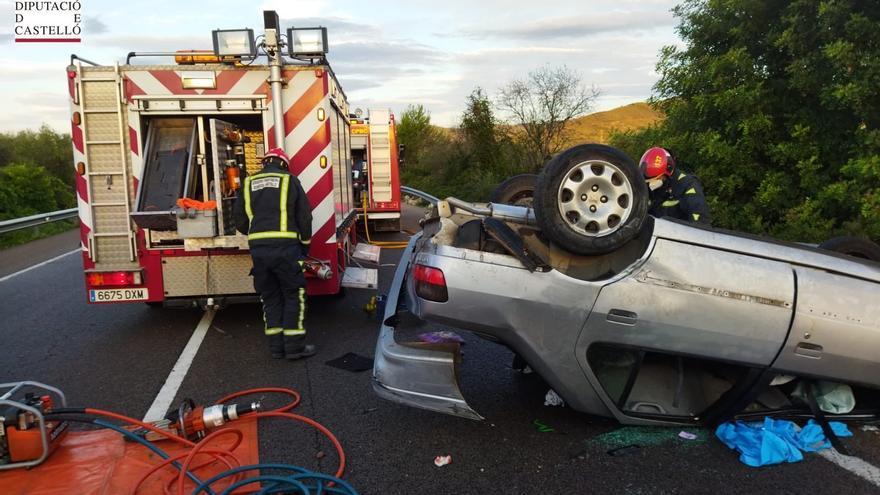 Una mujer de 34 años sufre un aparatoso accidente de tráfico en la N340