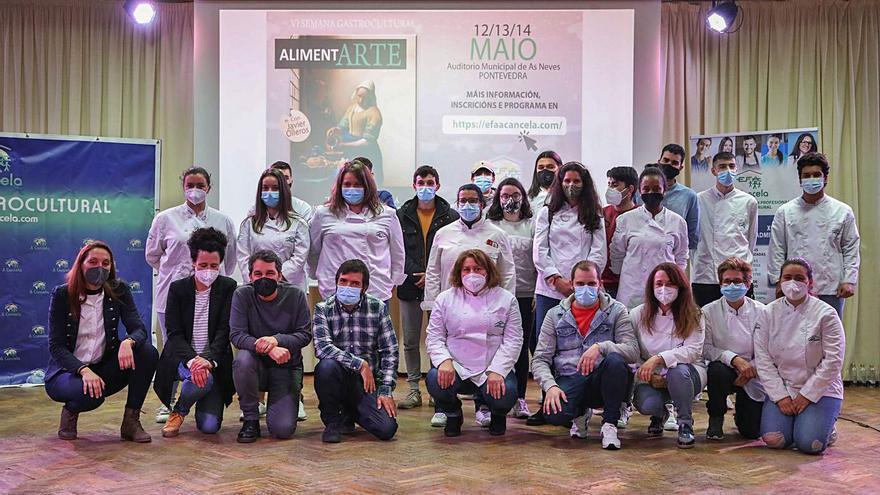 El dos estrellas Michelin Javier Olleros anima a los alumnos de As Neves a apostar por el rural