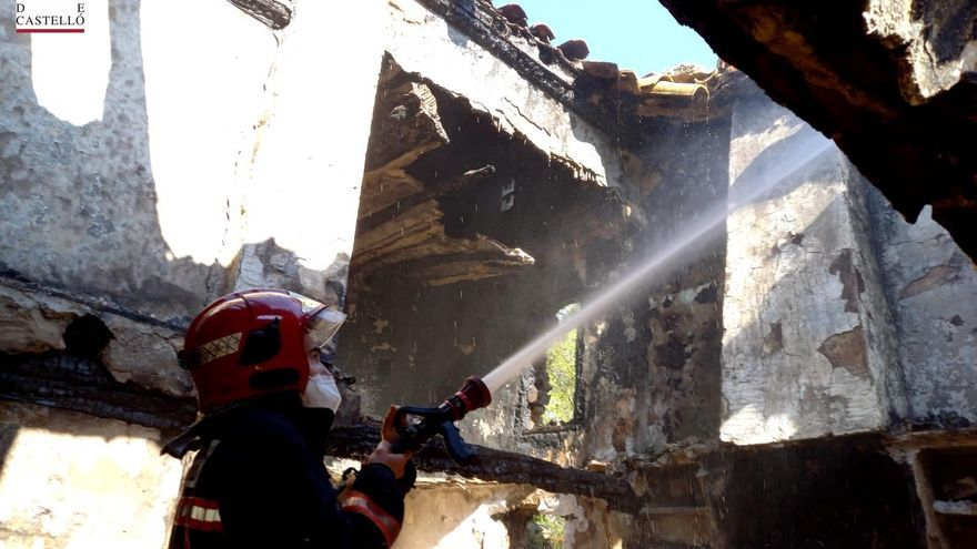 Un nuevo incendio en Villahermosa calcina una masía