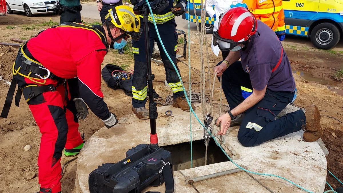 Trabajos de rescate del trabajador.