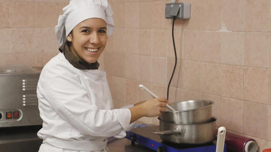 Una alumna de Puçol triunfa en el concurso de repostería de Nules