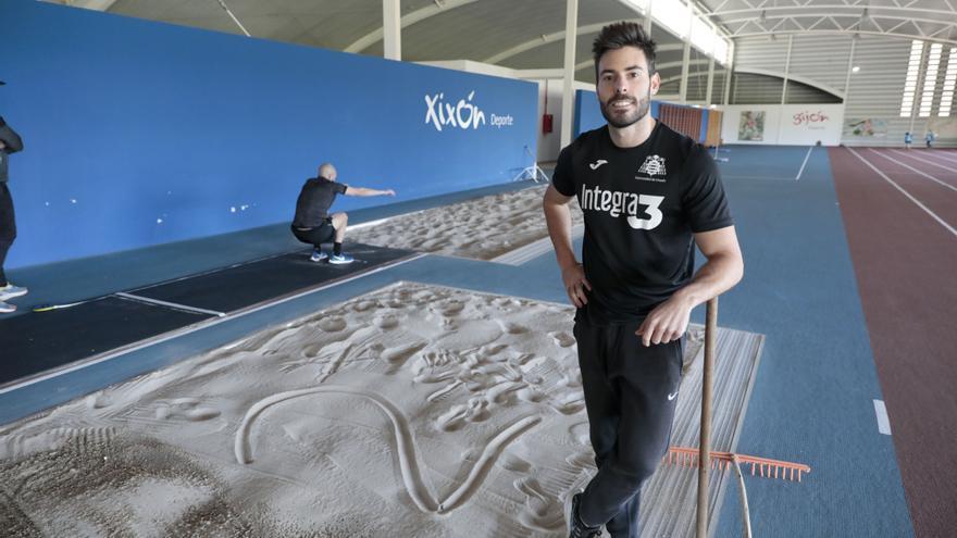 """Javier Cobián, atleta gijonés, medalla de plata en el Campeonato de España de pista cubierta: """"Desde que volví, solo me ilusiona el día a día"""""""