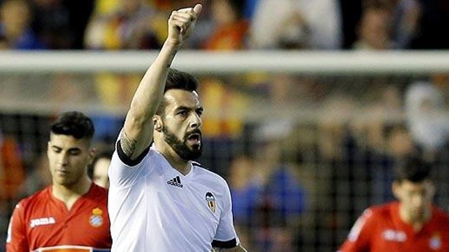 El Valencia gana al Sevilla con un gol de Negredo en el minuto 90