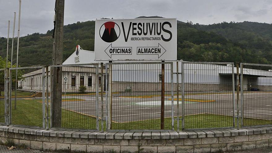 Vesuvius ultima la venta de su planta de Langreo, cerrada hace un año, a unos nuevos inversores