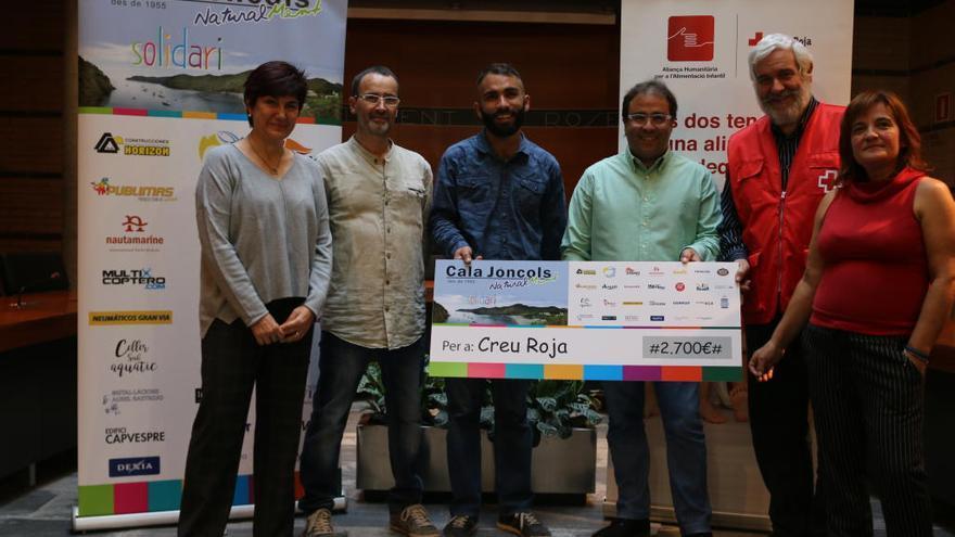 L'Hotel Cala Jóncols lliura a Creu Roja 2.700 euros per a l'alimentació infantil