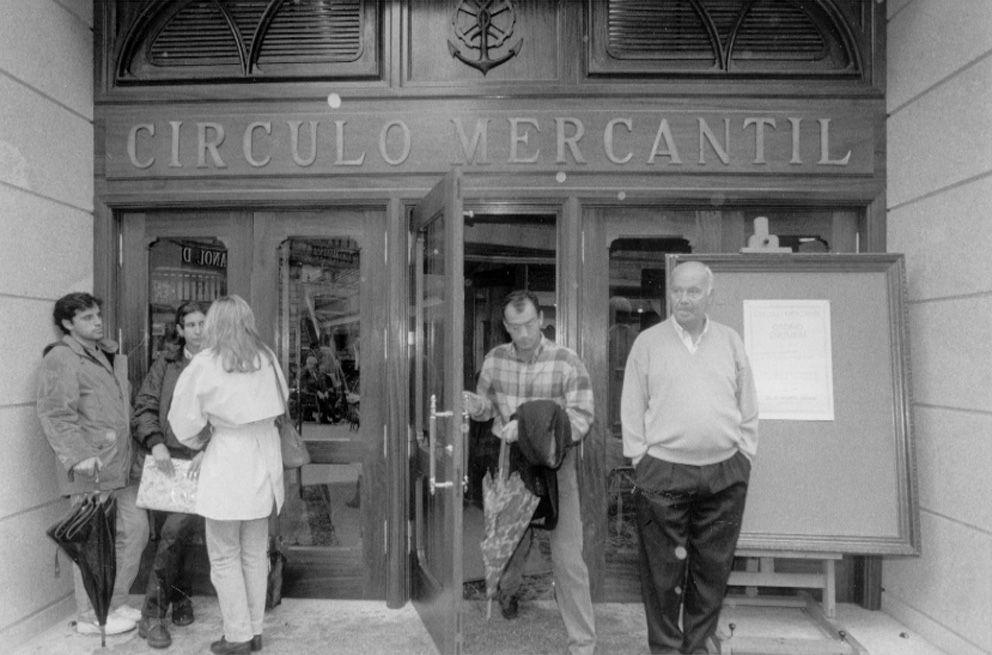 Acceso principal de la antigua sede del Círculo de Empresarios, en Príncipe_J de Arcos.jpg