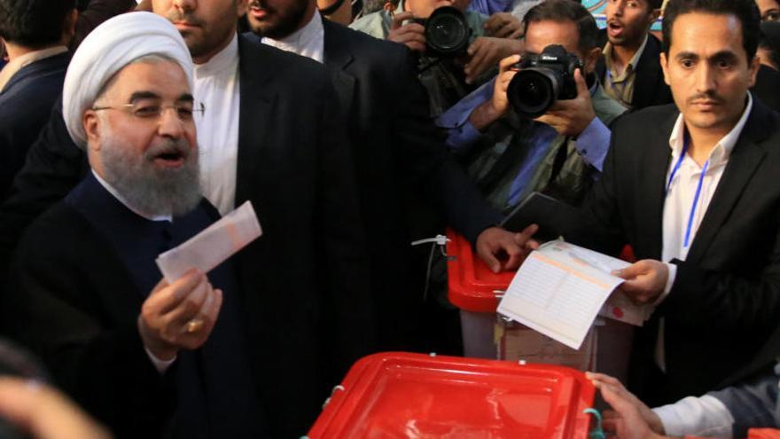 Irán elige a su presidente en unas elecciones cruciales
