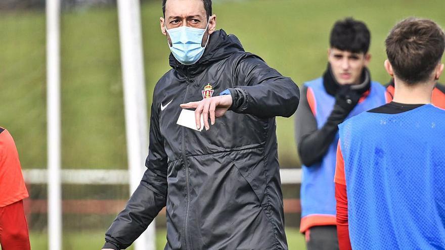 Sergio Sánchez se mira en el espejo de la primera plantilla