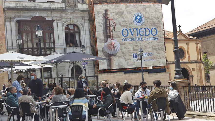 Oviedo sale a la caza del turista para el verano con una gran campaña nacional