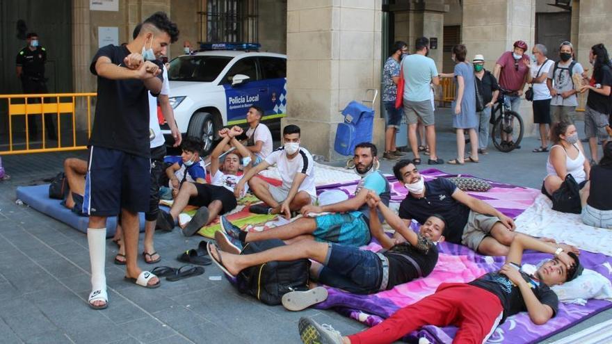Els ocupes desallotjats passaran el cap de setmana a l'AV del Barri Antic