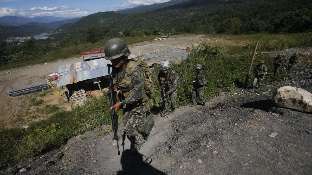 Militares en una zona en la que actúa por Sendero Luminoso.