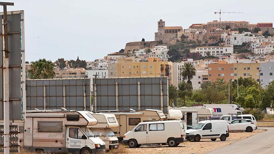 Ibiza no puede intervenir en el 'poblado' de caravanas por ser un terreno privado