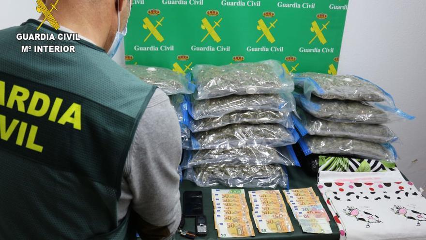 La Guardia Civil desmantela un laboratorio de cannabis en un chalet de Castrillón