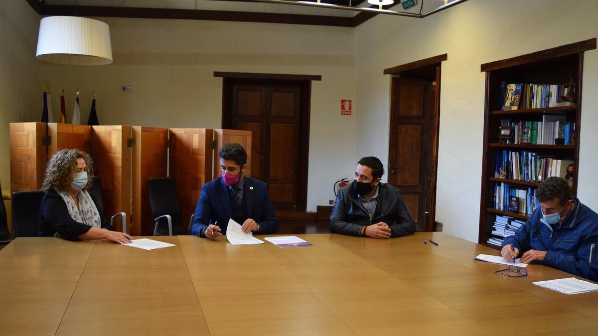 Firma del convenio con Apanate