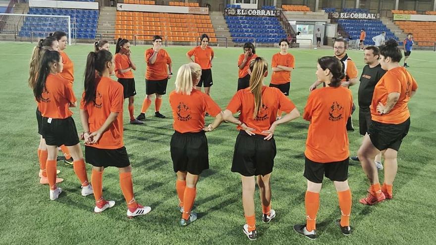 L'AE Roses posa en marxa el futbol femení amb el primer equip i un grup de base