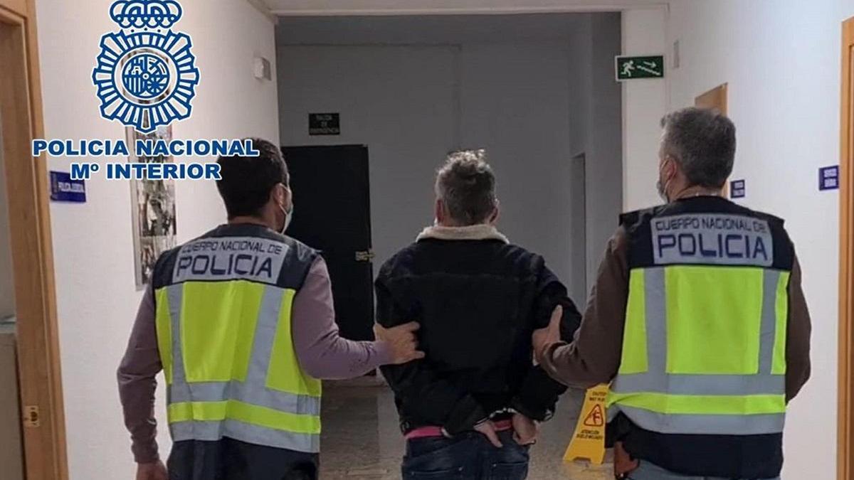 Dos mujeres liberadas y cinco detenidos en Córdoba de una red internacional de prostitución