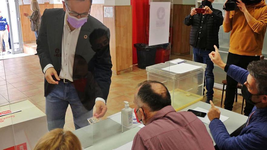 Respaldo unánime de las bases del PSOE a una moción abocada al fracaso