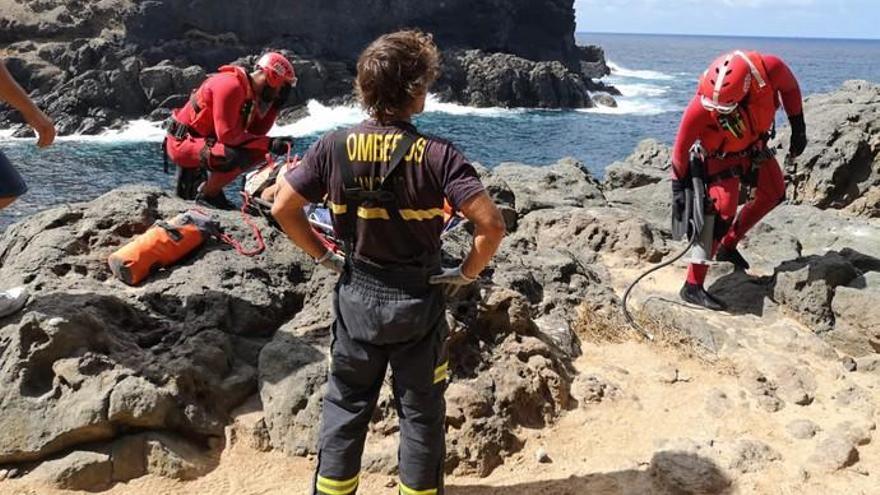 Grave un pescador de Arucas al caer por un acantilado desde 25 metros