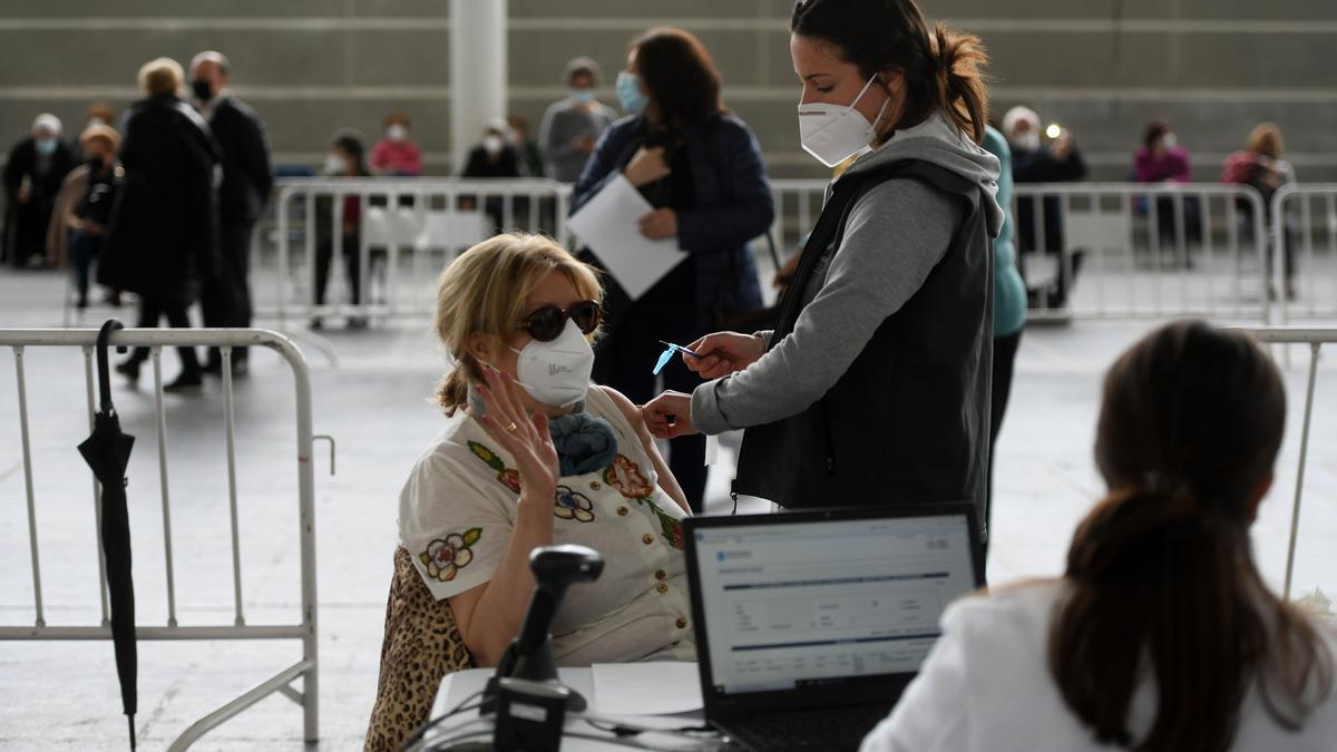 Vacunación masiva contra el COVID en el Recinto Ferial de Pontevedra.