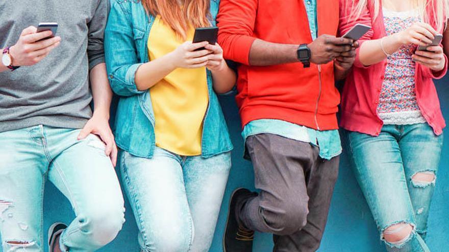 Trucos para dejar de mirar el móvil tan a menudo