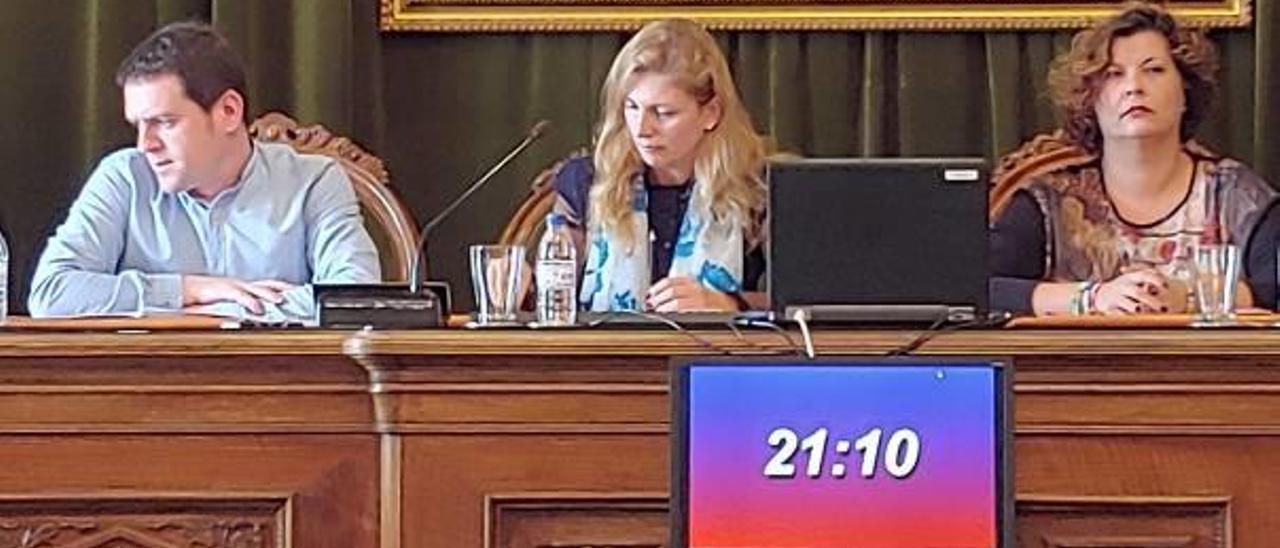 Ignasi Garcia y Amparo Marco en un pleno del mandato saliente.