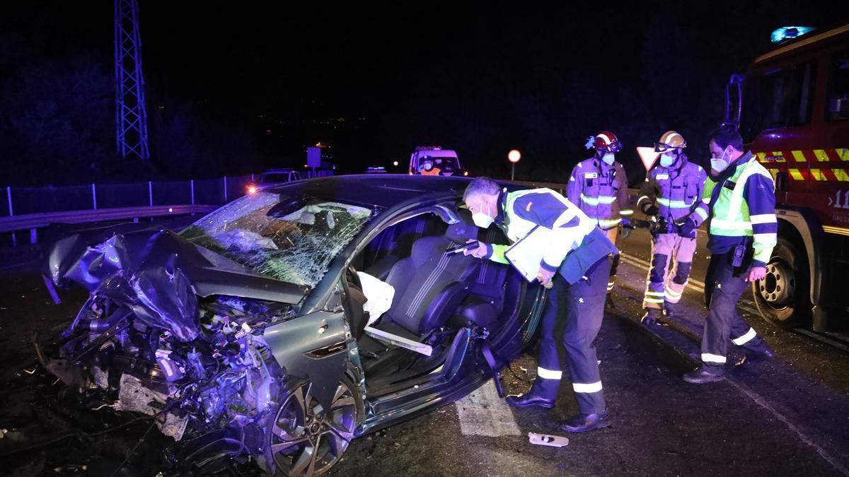 Uno de los vehículos implicados en la colisión mortal. // A.Gutiérrez