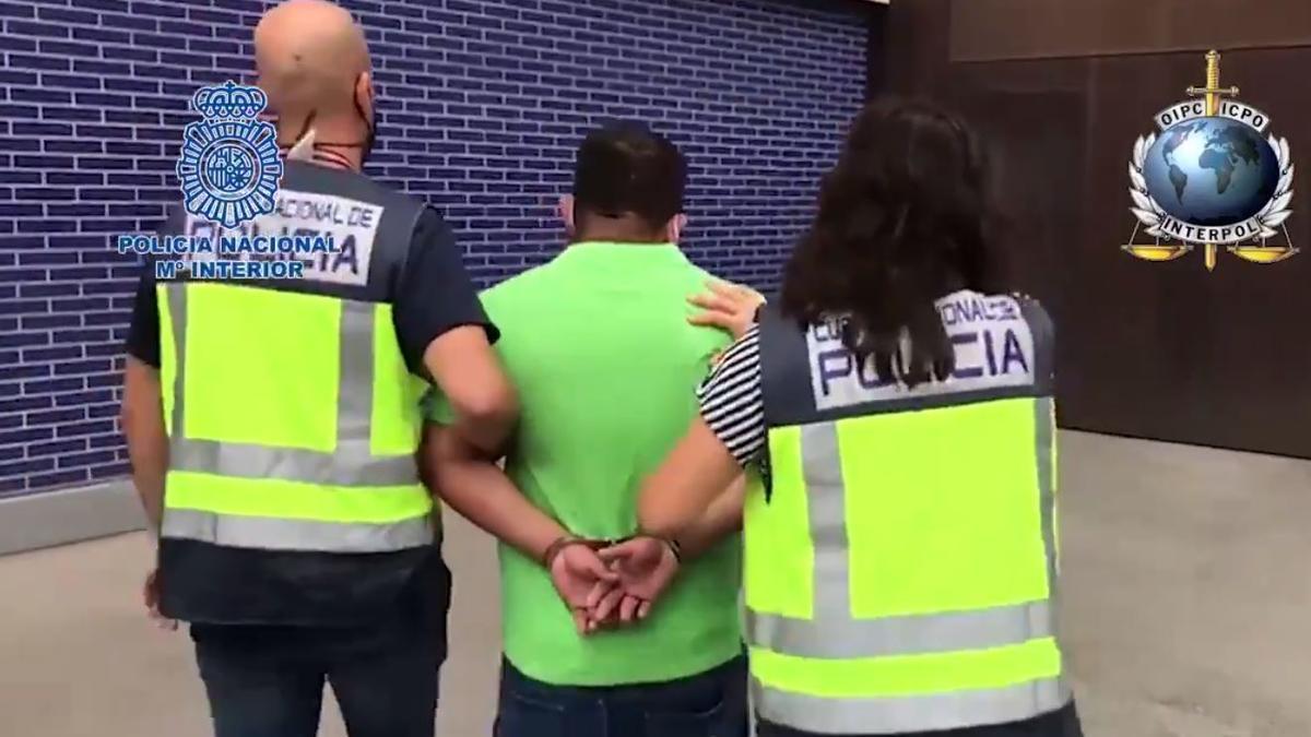 La Policía Nacional ha detenido en L'Hospitalet de Llobregat a un fugitivo buscado por Ecuador