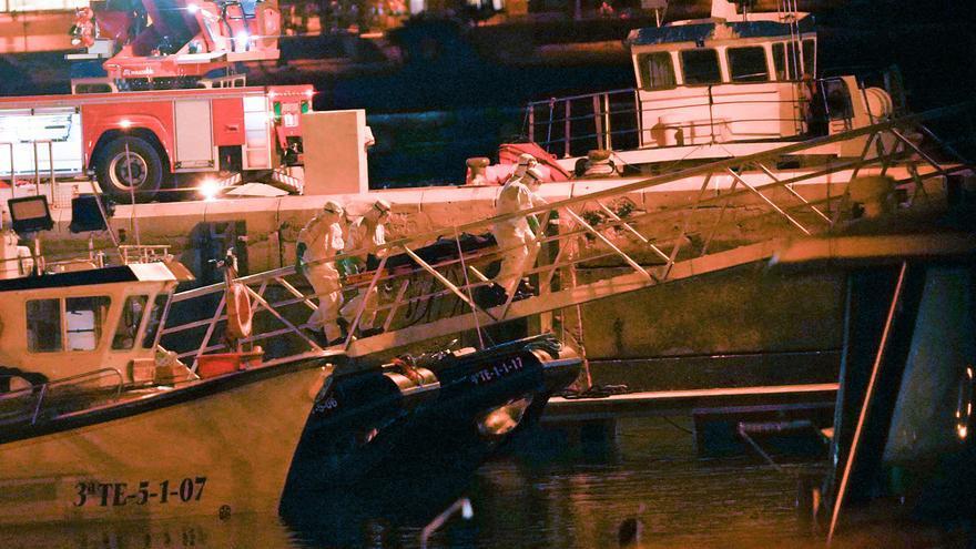 Llegan a puerto los cadáveres de 24 inmigrantes hallados muertos en una embarcación a la deriva