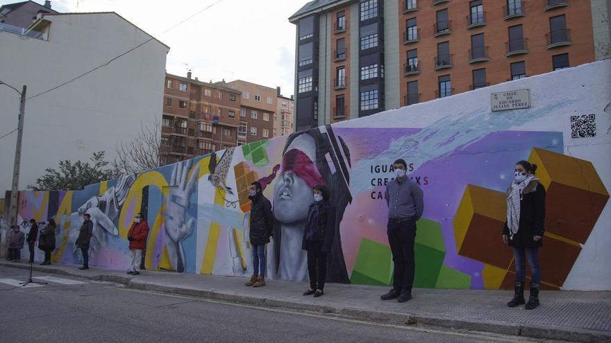 El monologuista Leo Harlem recala en Zamora para apoyar el nuevo mural de la Fundación Personas