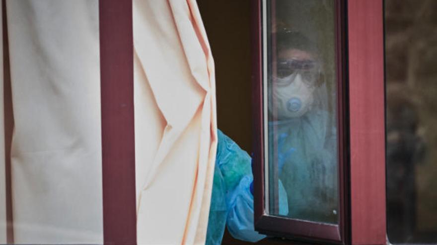 El virus entra en un geriátrico en Tenerife con una víctima y 36 casos