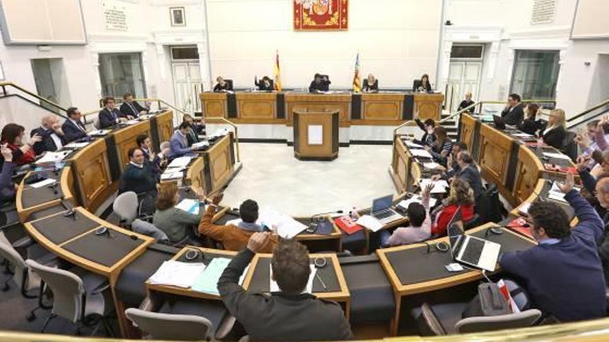 Doble juego del PP: defensa de la escuela concertada y ataque al Consell por reducir alumnos en las aulas