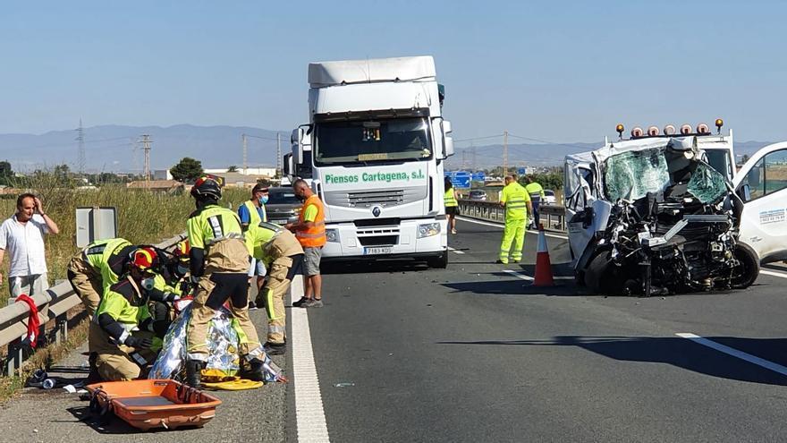 Dos heridos, uno muy grave ingresado en UCI, en un accidente de tráfico en Cartagena