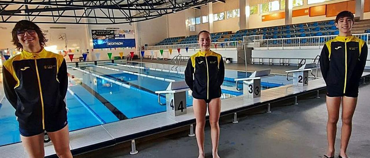 Triatletas del CA Safor Teika en la piscina de Gandia. | CAS