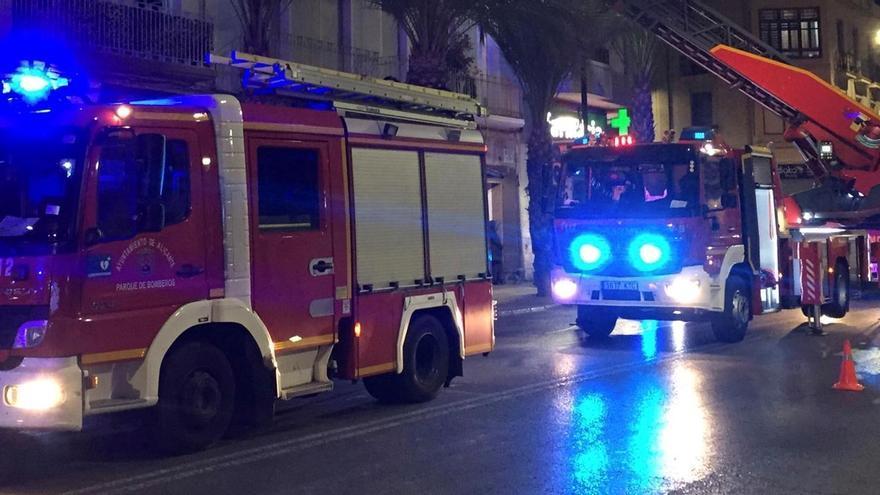 Un joven intoxicado por un incendio en la cocina de una casa en Alicante