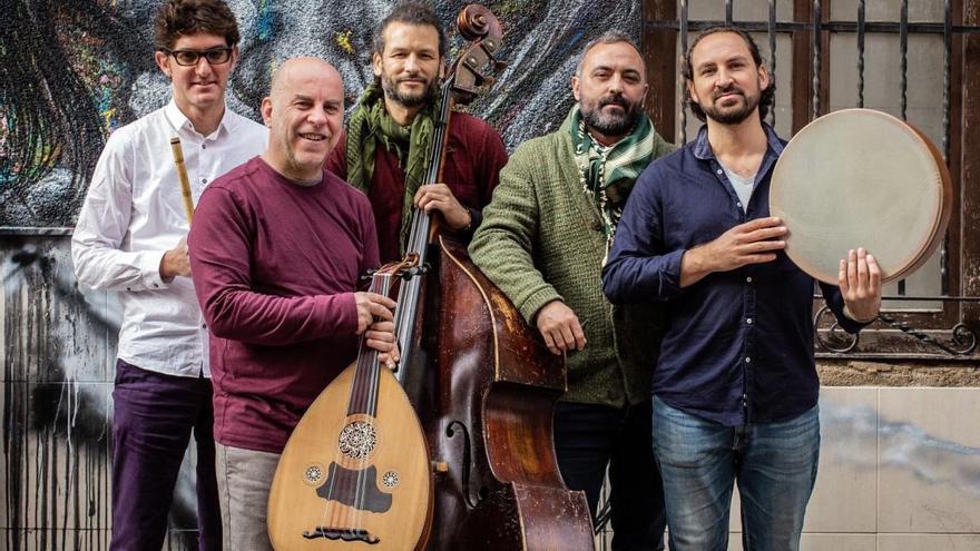 Músicos de Algemesí en una edición especial de Nits a La Xopera