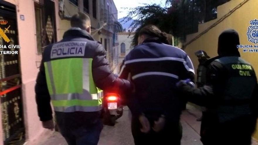 Cae en Melilla una red que falsificaba y vendía permisos de residencia