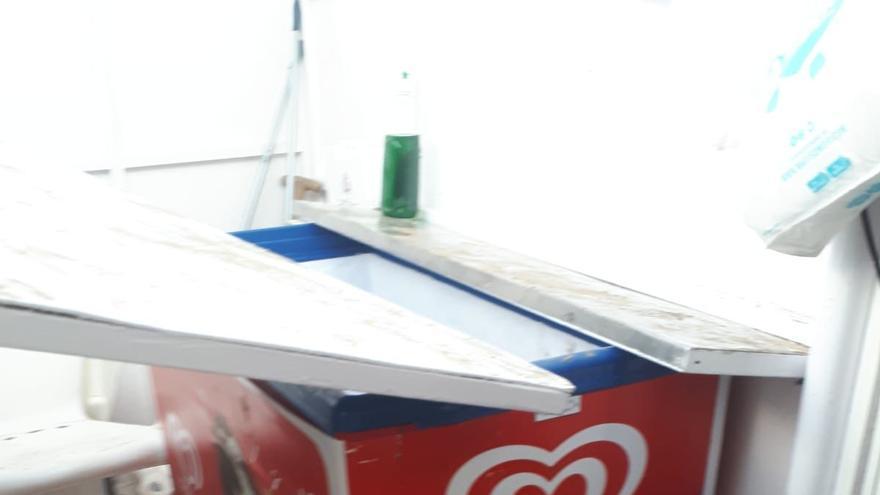 Destrozan los kioscos de la Malva-rosa tras un fin de semana de botellón