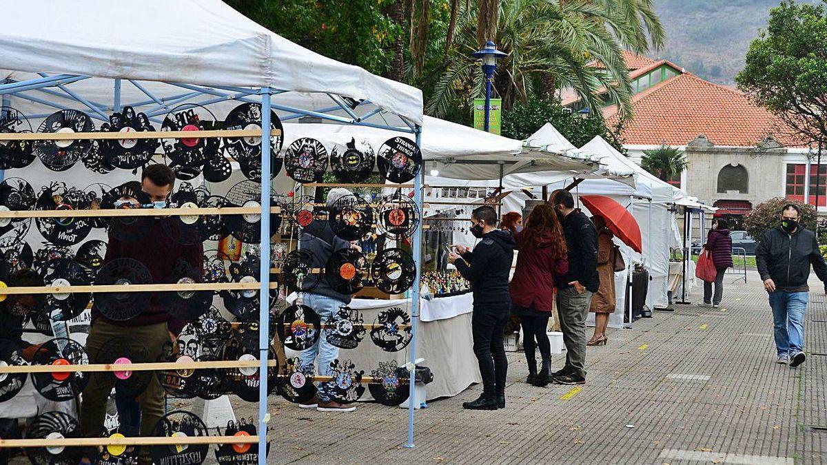 Os xardíns do Señal acollen os postos de exposición e venda de produtos e servizos.