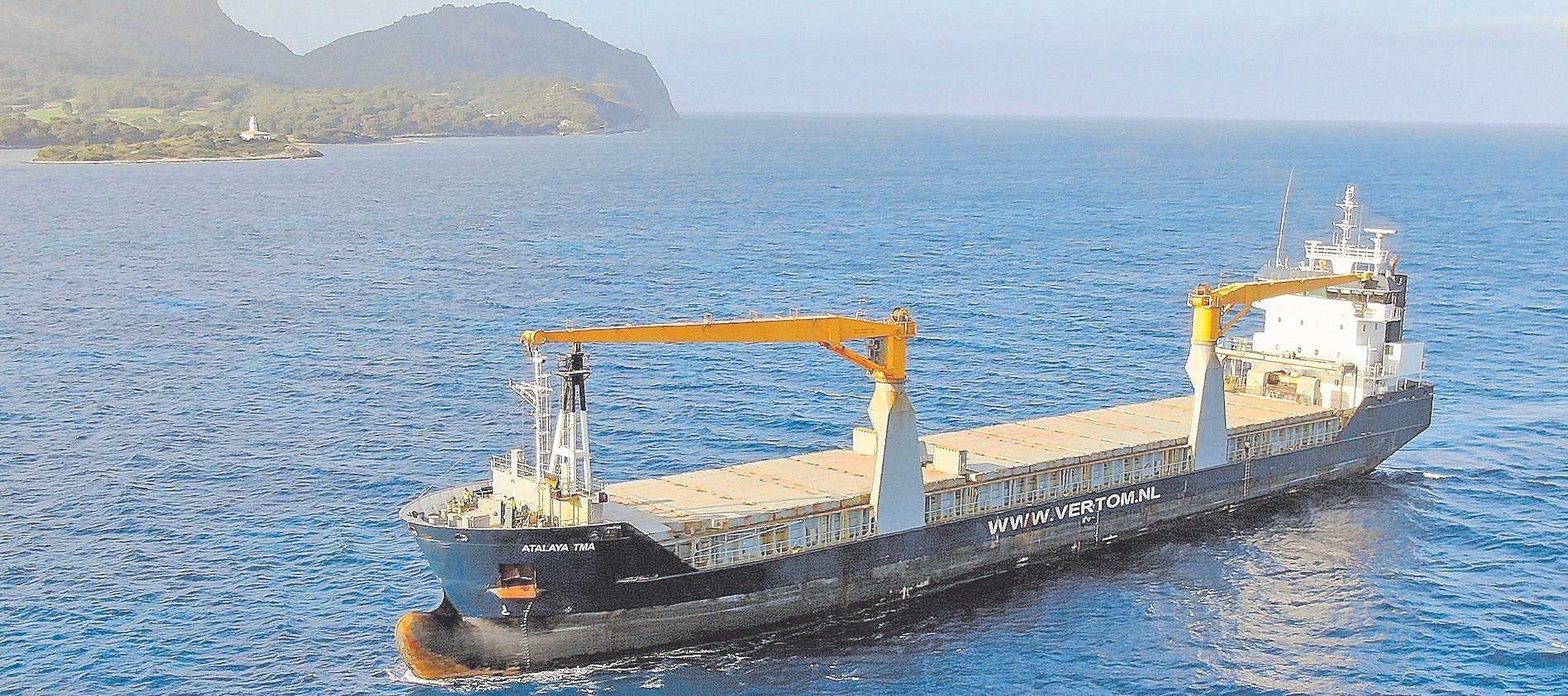 El 'Atalaya TMA' visita por primera vez el Port d'Alcúdia