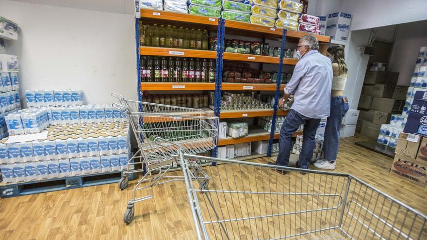 AEFA entrega 5.000 euros a Cáritas para ayudar a los colectivos más afectados por la crisis