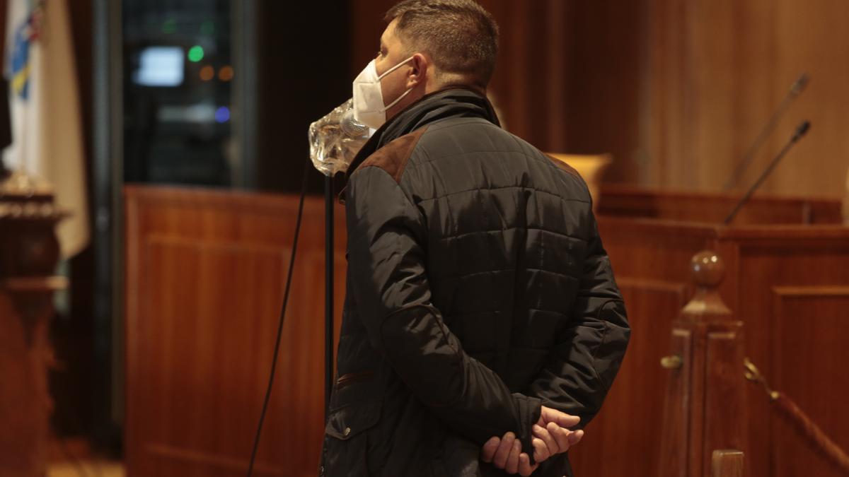 El acusado durante el juicio que comenzó esta mañana en Pontevedra.