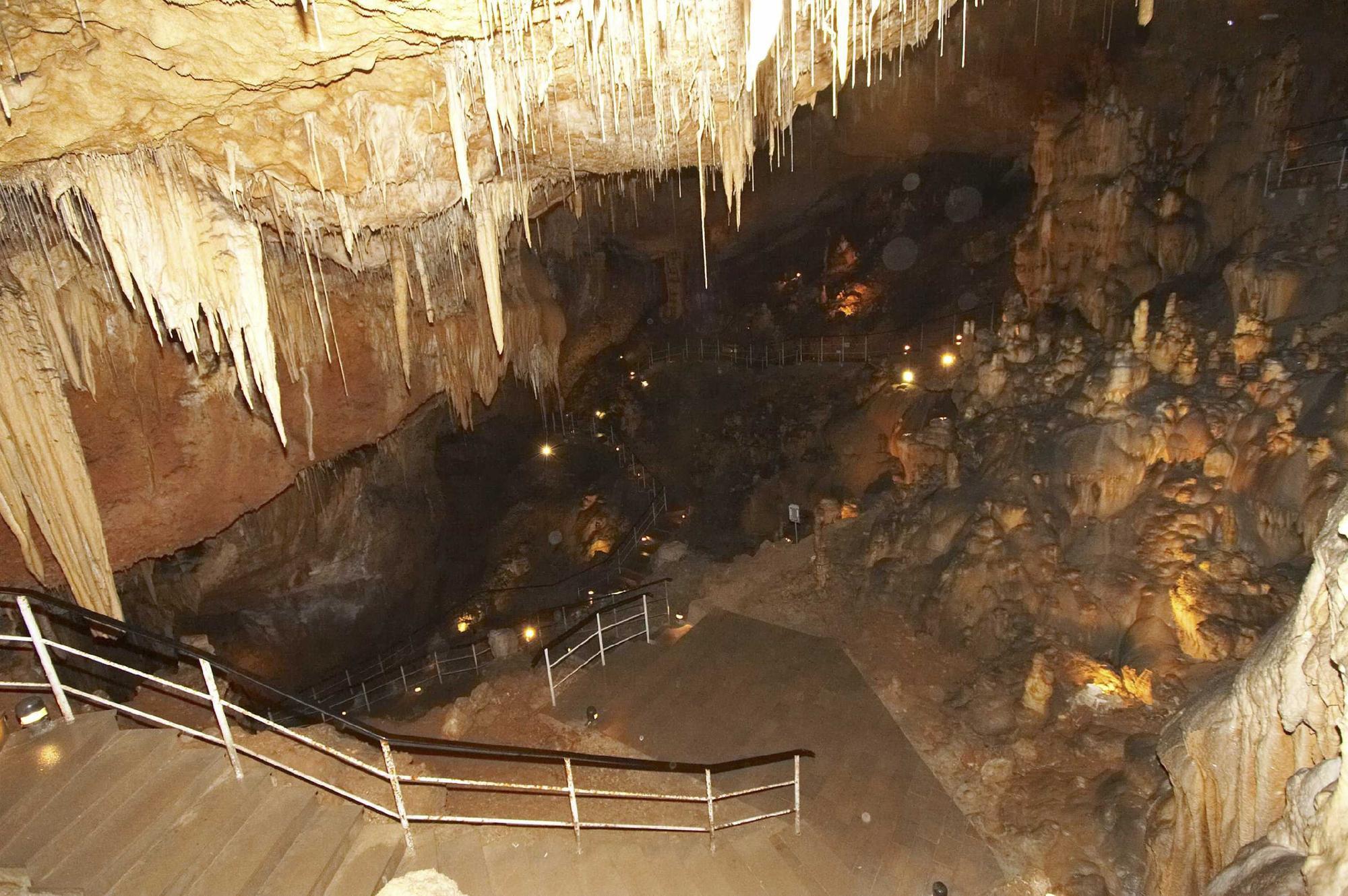 Cova dels Orguens, Vall d�Ebo 05.JPG