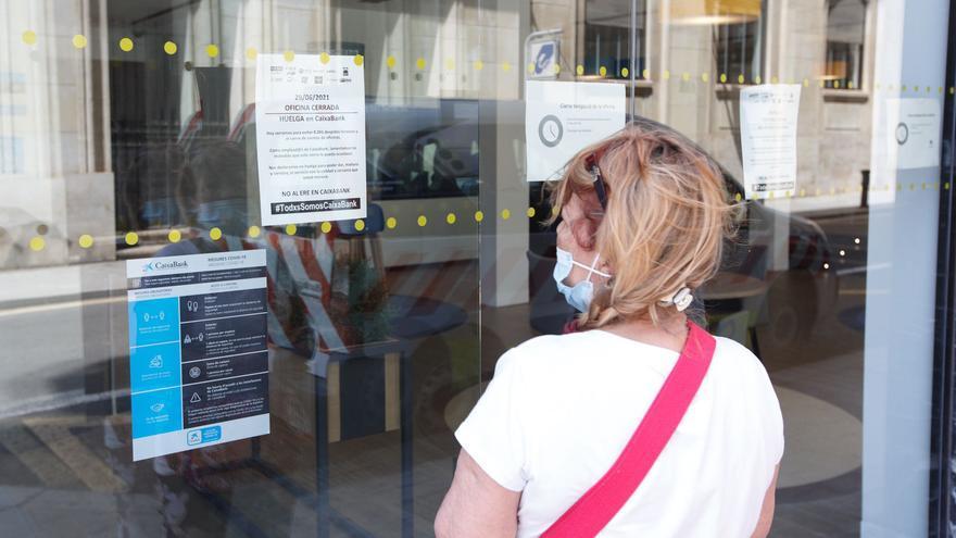 Nueva jornada de huelga en Caixabank en el último día de negociación del ERE