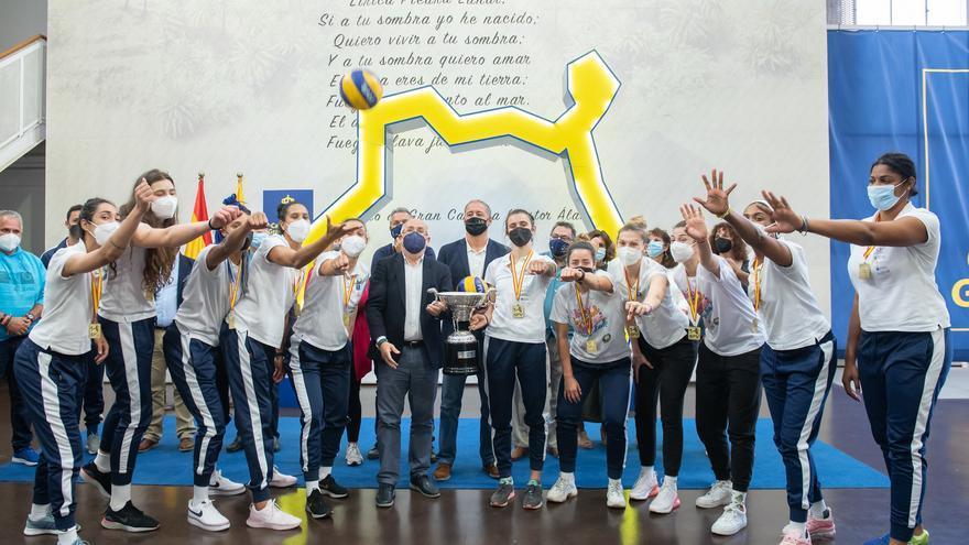 El Cabildo recibe a las jugadoras del CC0 7 Palmas y ofrece su apoyo para la competición europea