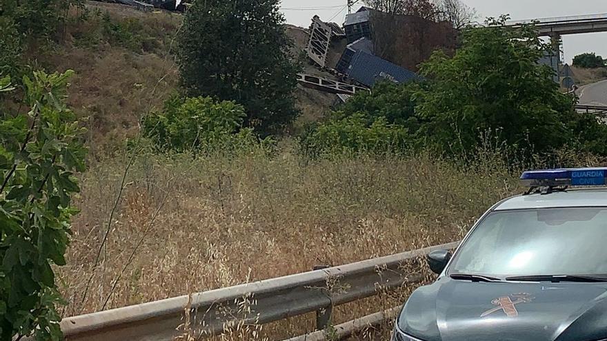 Adif finaliza la retirada de los vagones del tren accidentado en Montoro