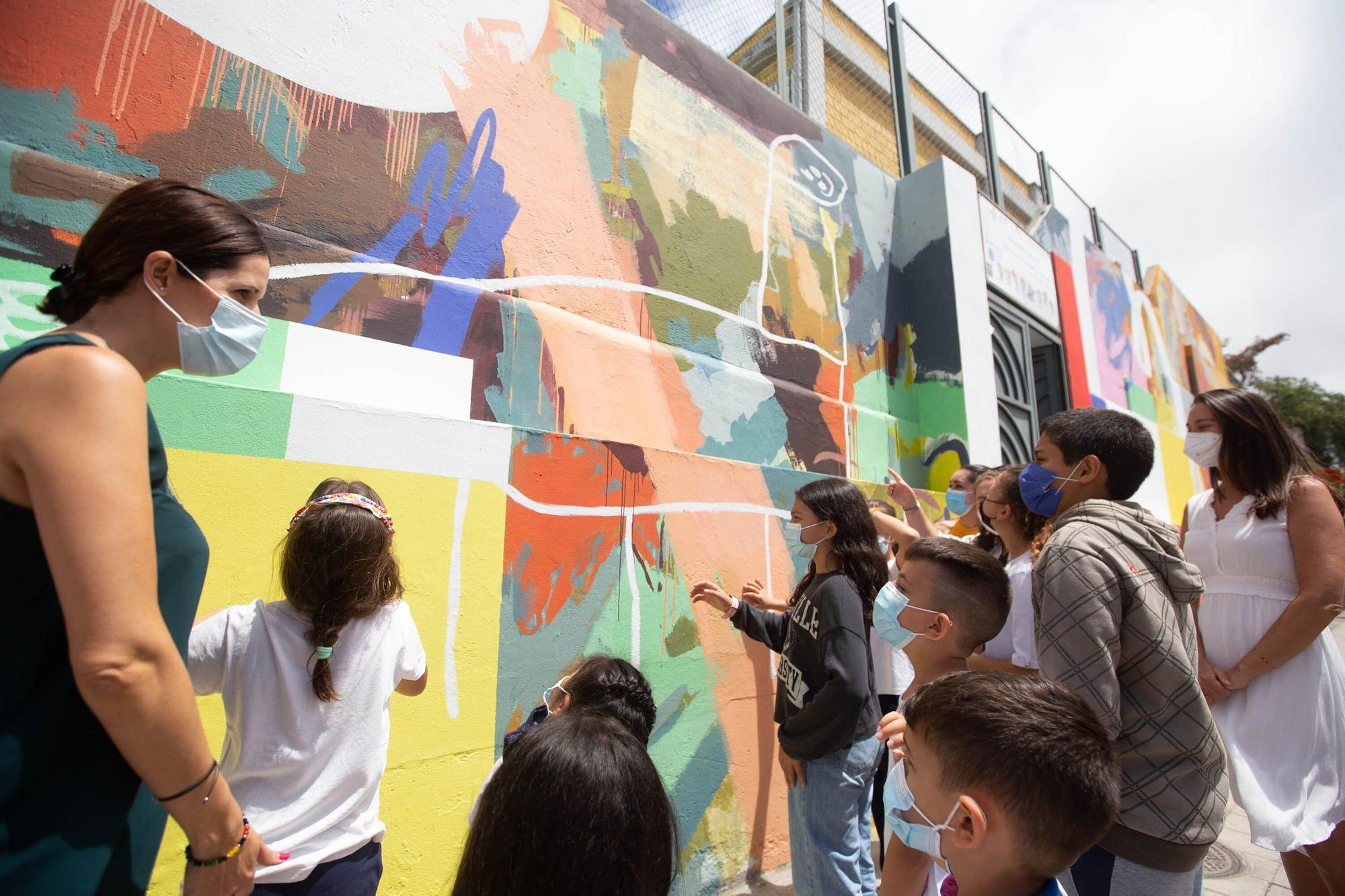 """Visita al mural """"Sumérgete en Santa Cruz"""""""