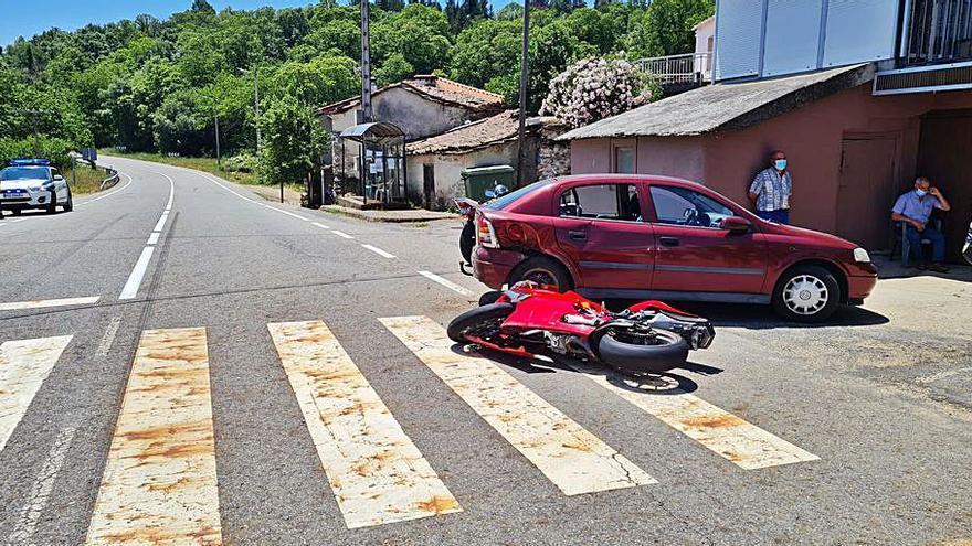 Herido un motorista portugués en una colisión con un coche en Riós