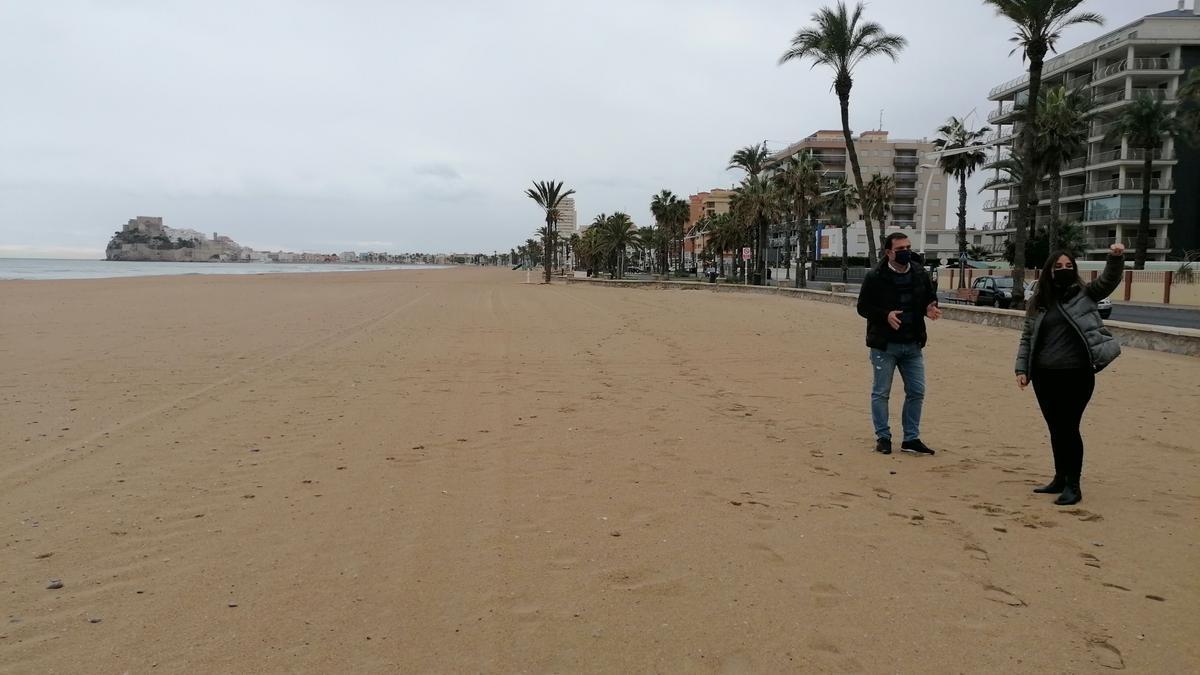 Los responsables municipales visitaron la zona litoral en las que está previsto instalar estos quioscos.