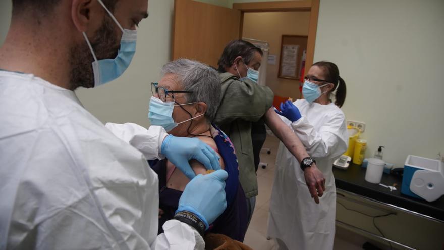 Morales vacuna contra el COVID a los mayores de 70 años